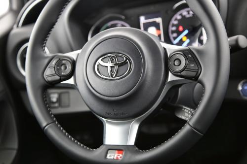 TOYOTA Yaris 1.5 Hybrid e-CVT GR-S - Automatic + Senso Pack + Touch 2 Go