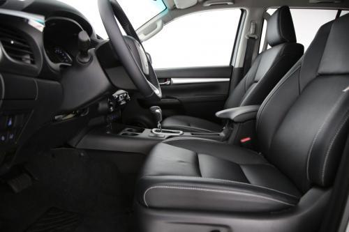 TOYOTA Hilux 2.4 D4D 6AT Lounge Double Cab + Automatic Metalic colour