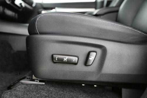 TOYOTA Hilux LOUNGE DC 2.4 D4D + GPS + LEDER + CAMERA + ALU 18
