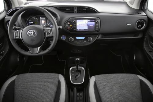TOYOTA Yaris 5 deurs 1,5 Hybrid e-CVT Y20 + Signature Pack (Dark Grey)